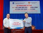 PV GAS awards 500 scholarships to poor students with outstanding academic performance in Ca Mau Province