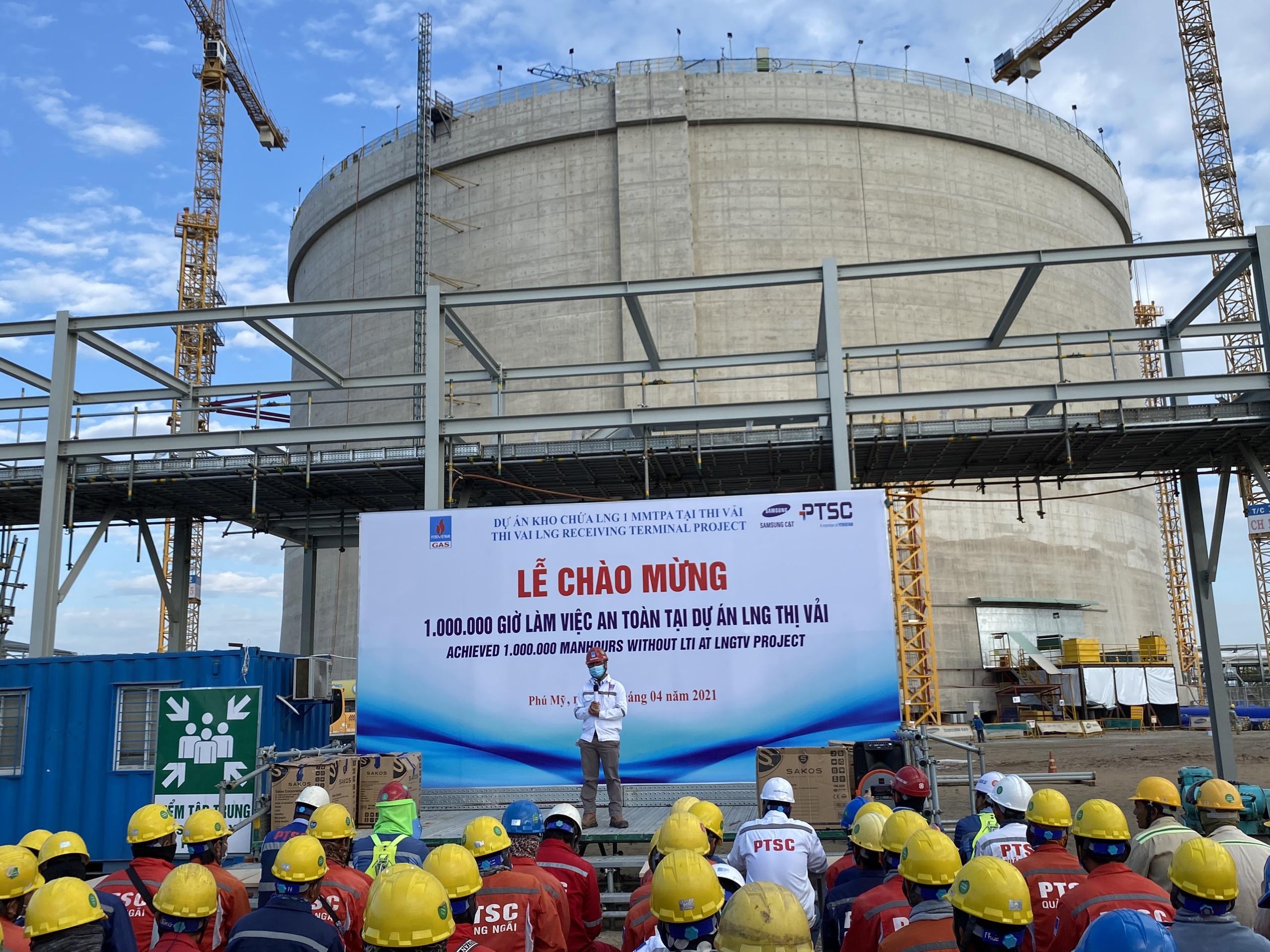 Quang cảnh Lễ Chào mừng mốc 1 triệu giờ làm việc an toàn tại Dự án Kho chứa 1 triệu tấn LNG tại Thị Vải