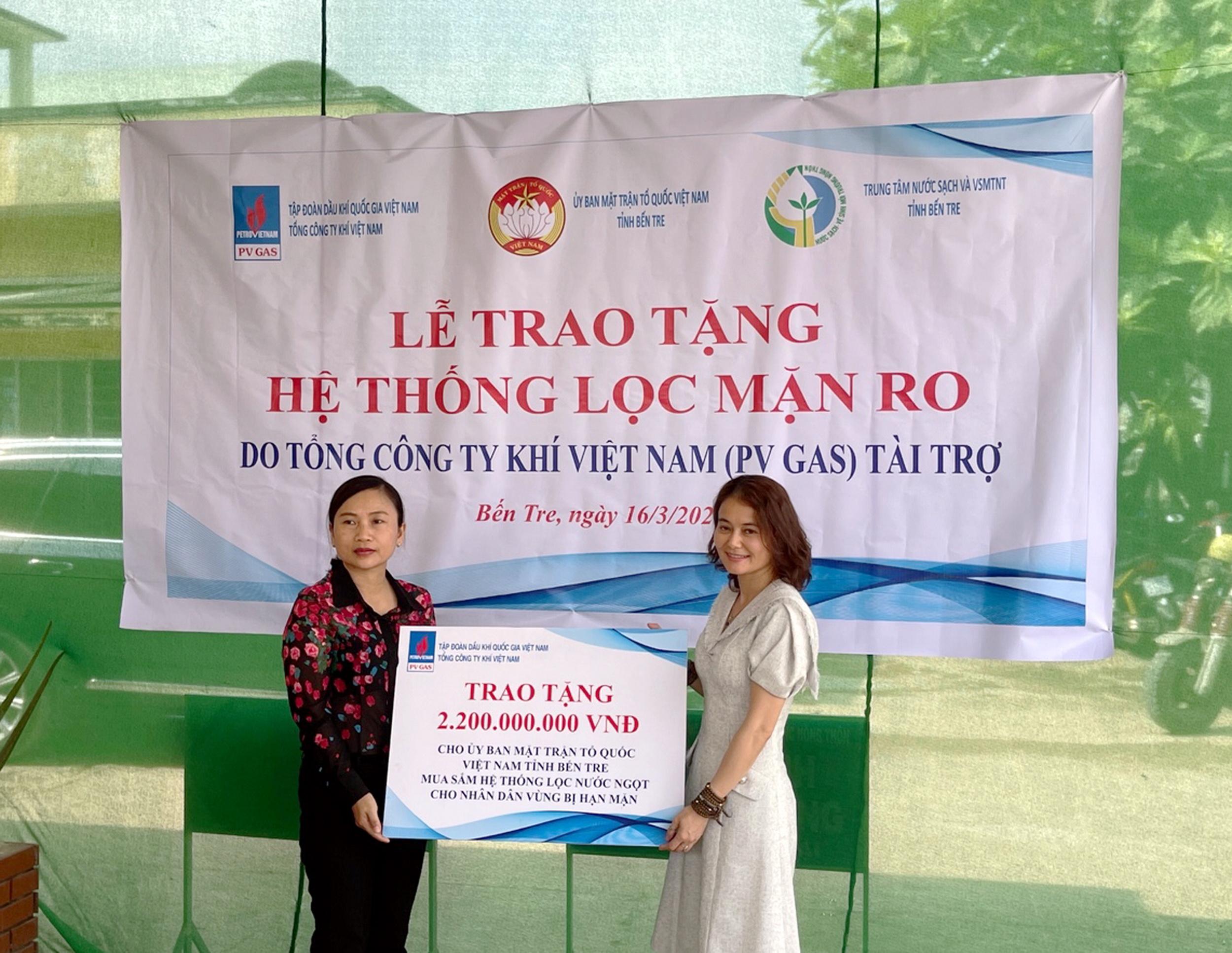 Nghi thức trao trặng 2 hệ thống lọc nước ngọt cho tỉnh Bến Tre