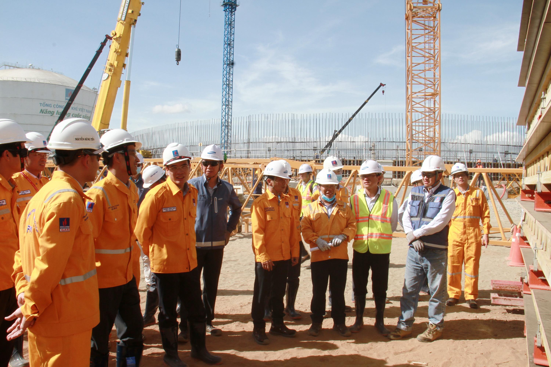Tổng giám đốc PV GAS dẫn đầu đoàn công tác đến thăm công trình kho cảng LNG Thị Vải
