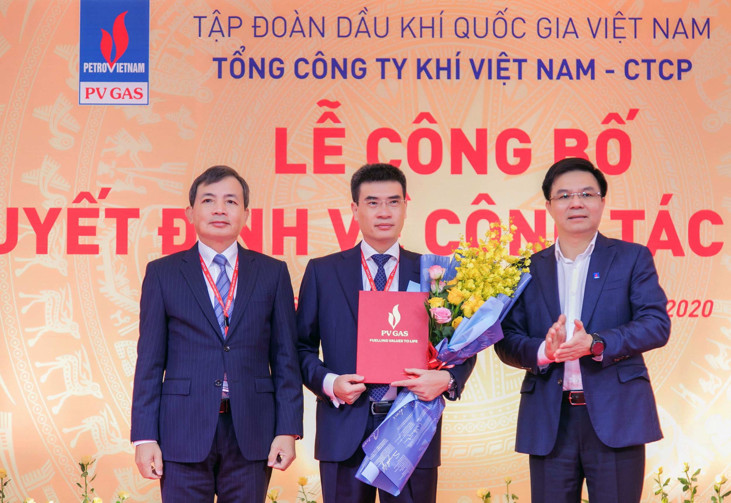 Trao quyết định bổ nhiệm lại cho ông Dương Mạnh Sơn - Thành viên HĐQT, Tổng Giám đốc PV GAS