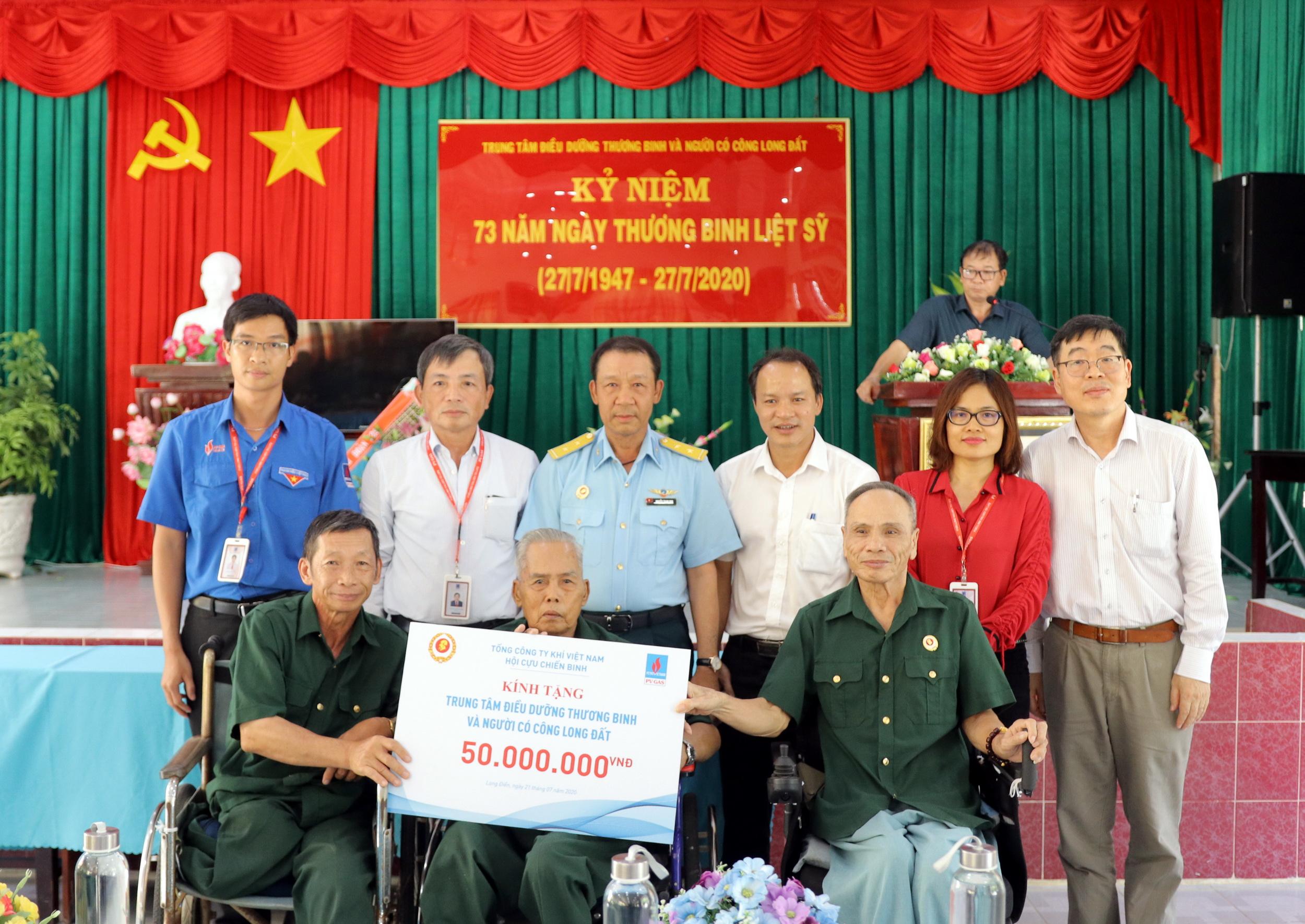 Đoàn CCB PV GAS thăm hỏi và tặng quà Trung tâm Thương bệnh binh Long Hải