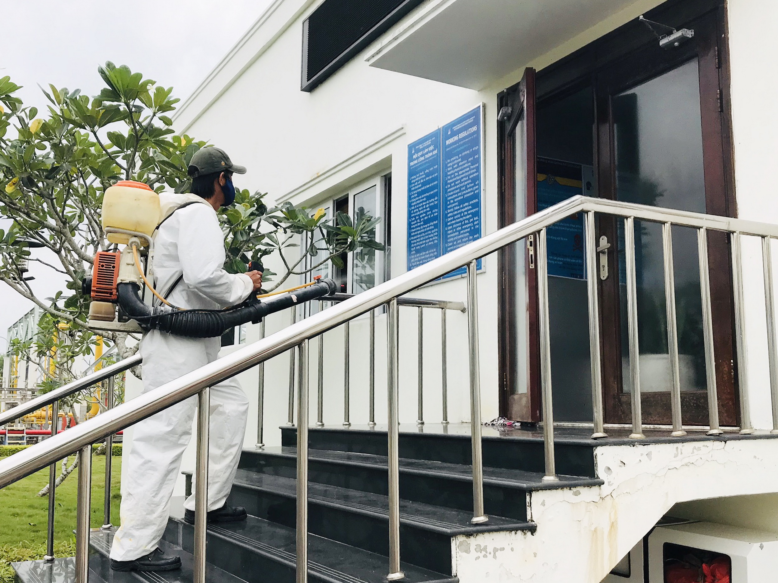 KCM thường xuyên tổ chức phun thuốc khử khuẩn, phòng chống COVID-19