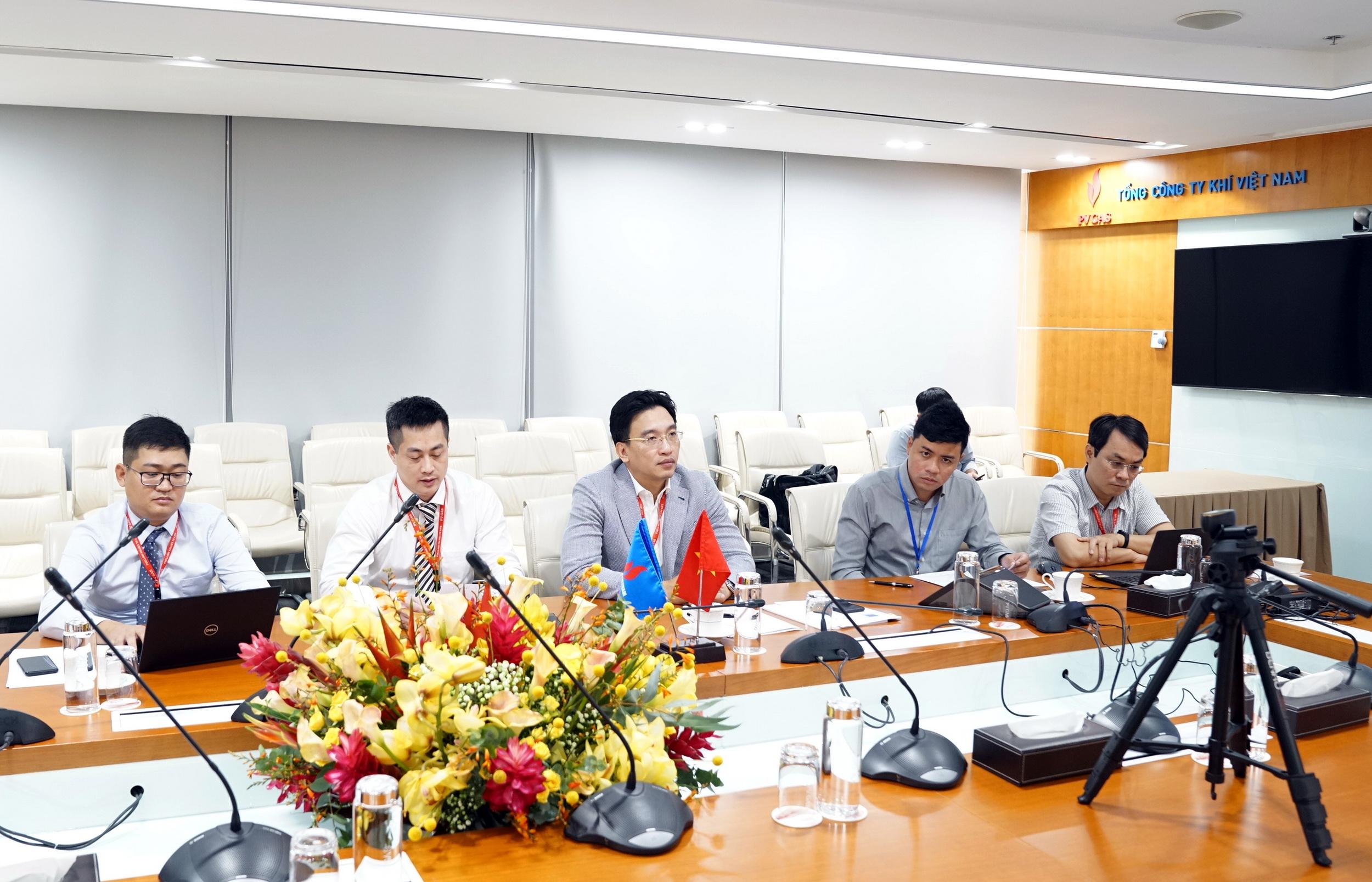 Đại diện PV GAS và PV GAS LPG Việt Nam phát biểu thể hiện quyết tâm hoàn thành nhiệm vụ