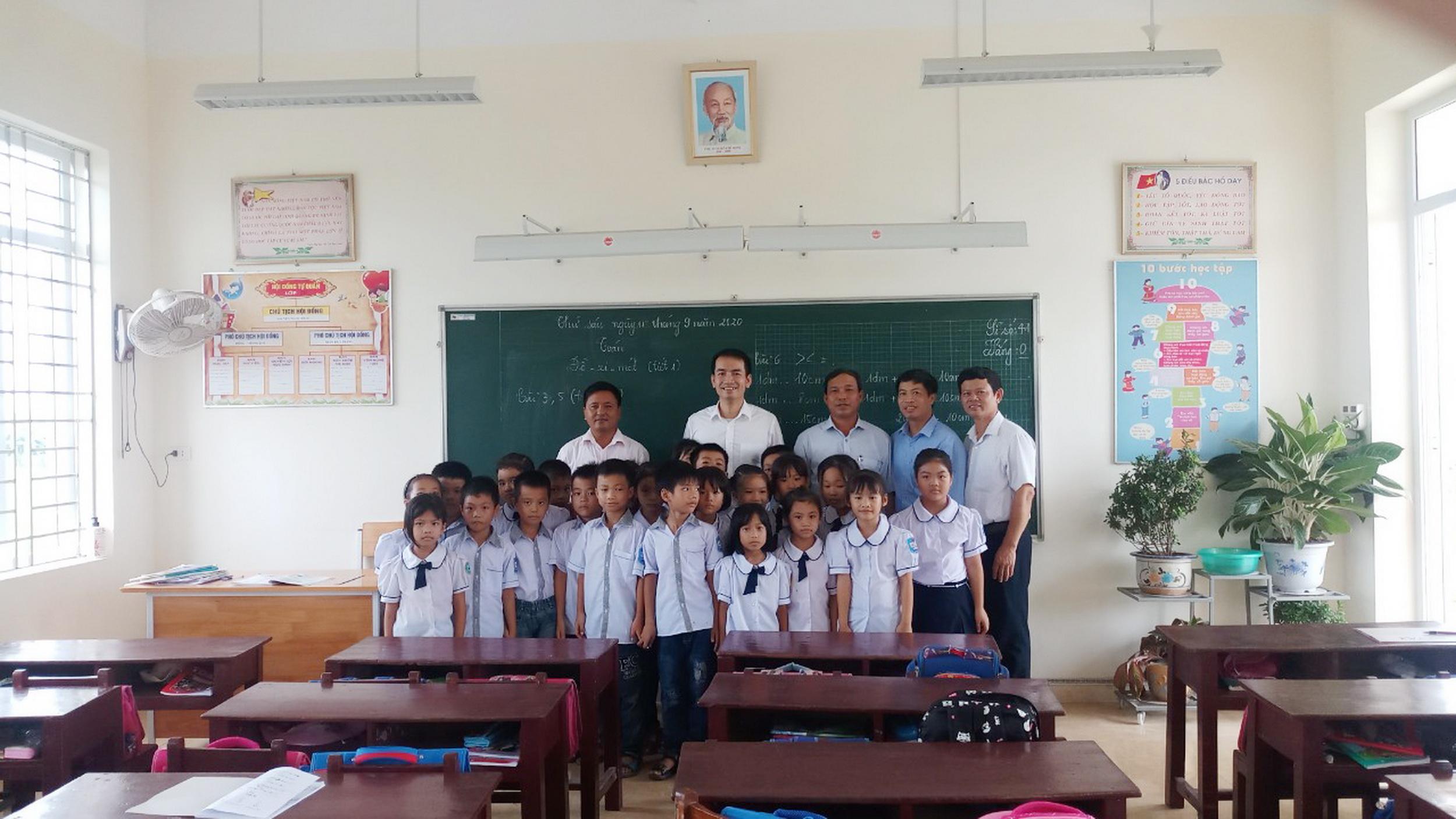 Niềm vui của học sinh được học trong lớp mới đẹp
