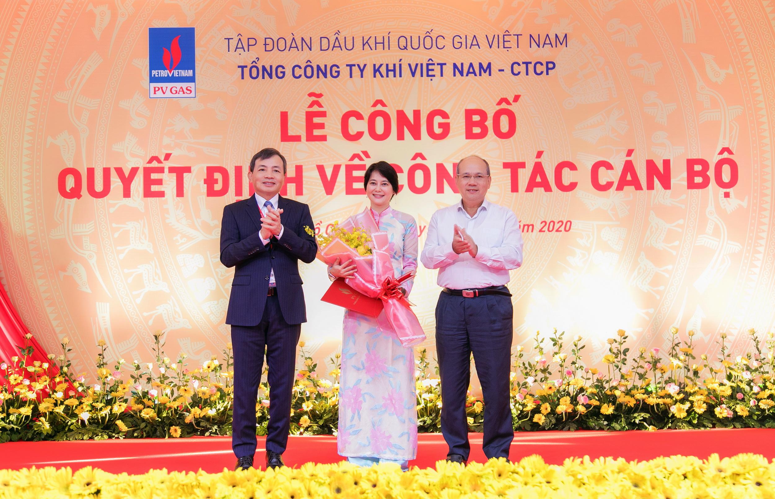 Trao quyết định bổ nhiệm lại cho bà Võ Thị Thanh Ngọc - Thành viên HĐQT PV GAS