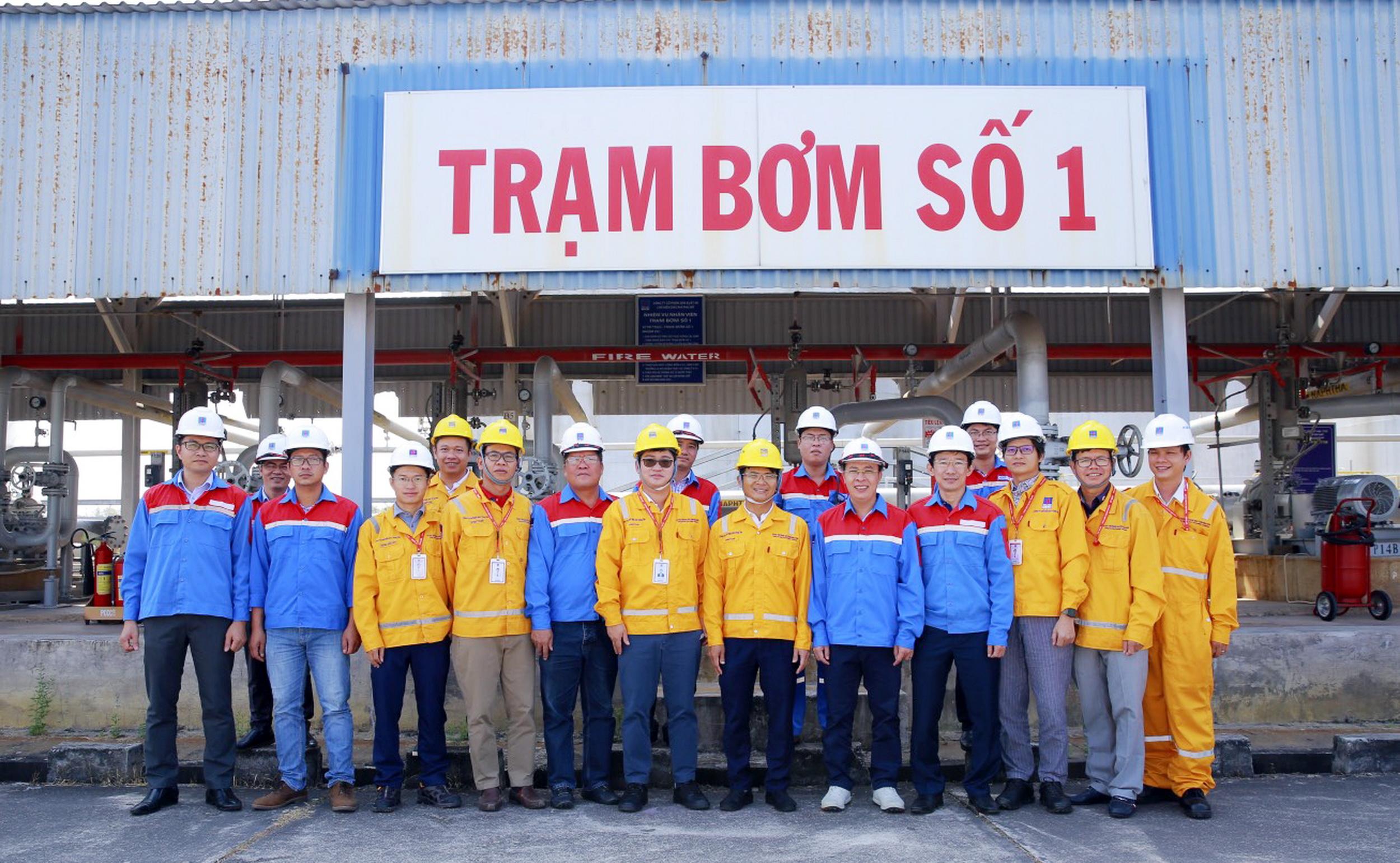 Các thành viên Ban điều phối BCC của PV GAS và PVOIL và đại diện 2 Tổng công ty thể hiện tình đoàn kết hợp tác