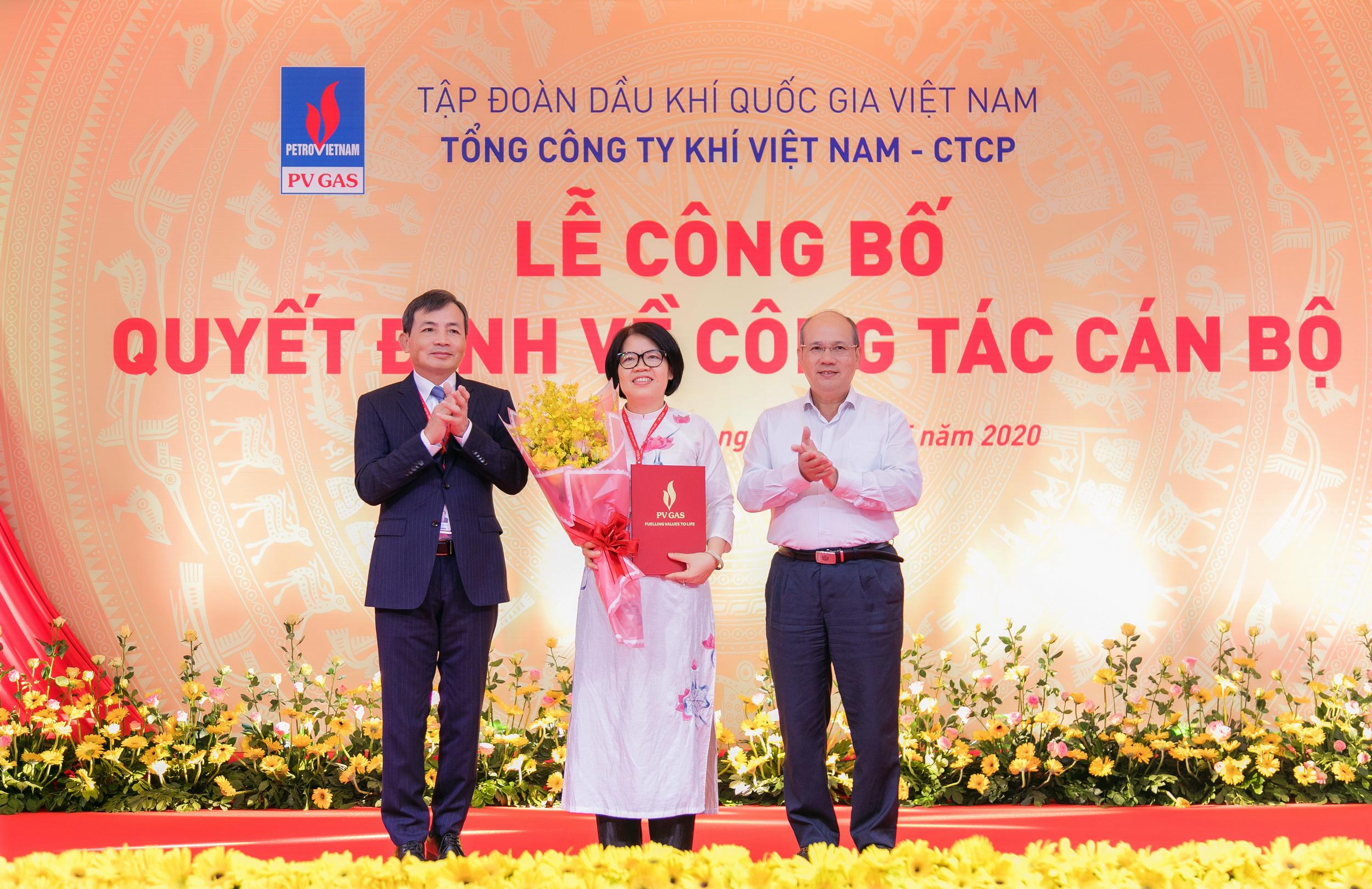 Trao quyết định bổ nhiệm cho bà Trần Thị Hoàng Anh – Trưởng Ban Kiểm soát PV GAS
