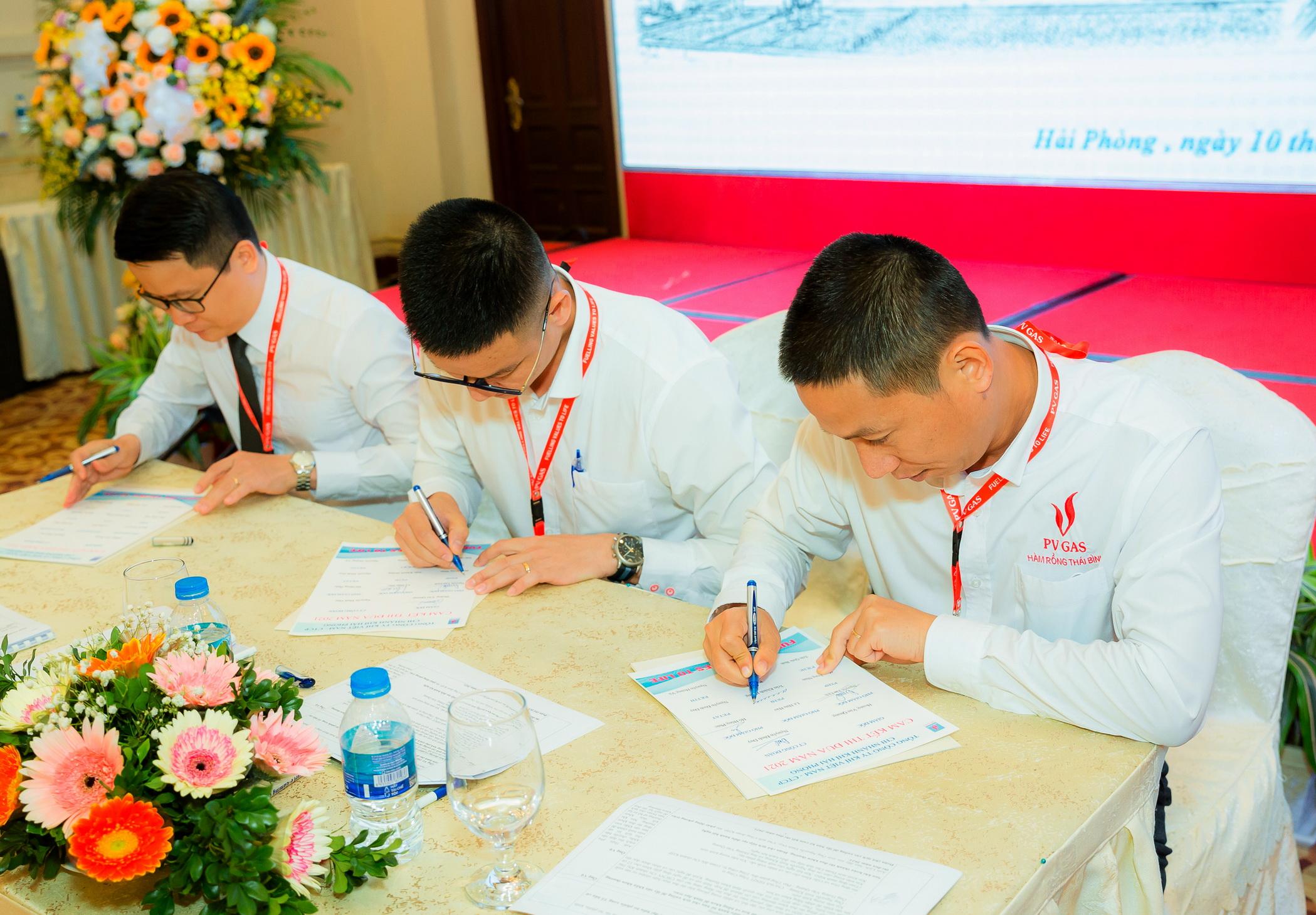 Ký cam kết thi đua thực hiện thắng lợi nhiệm vụ 2021