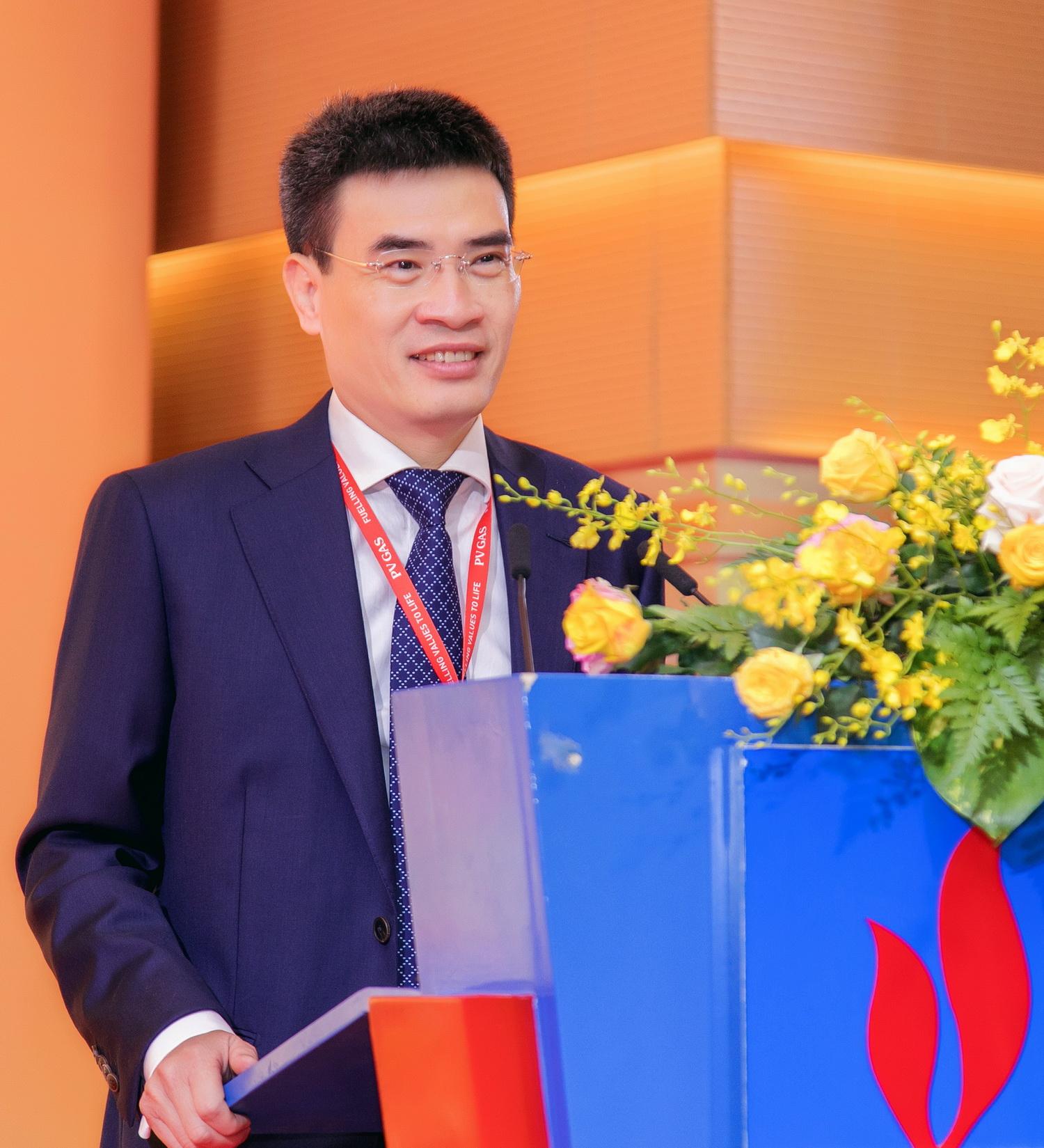 Thay mặt các cán bộ nhận quyết định, ông Dương Mạnh Sơn, TGĐ PV GAS phát biểu với lời hứa quyết tâm
