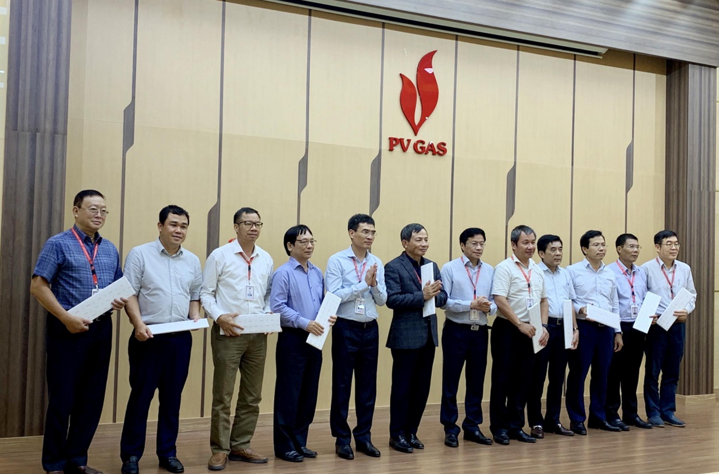 Tri ân các ủy viên BCH Đảng bộ PV GAS Khóa IX