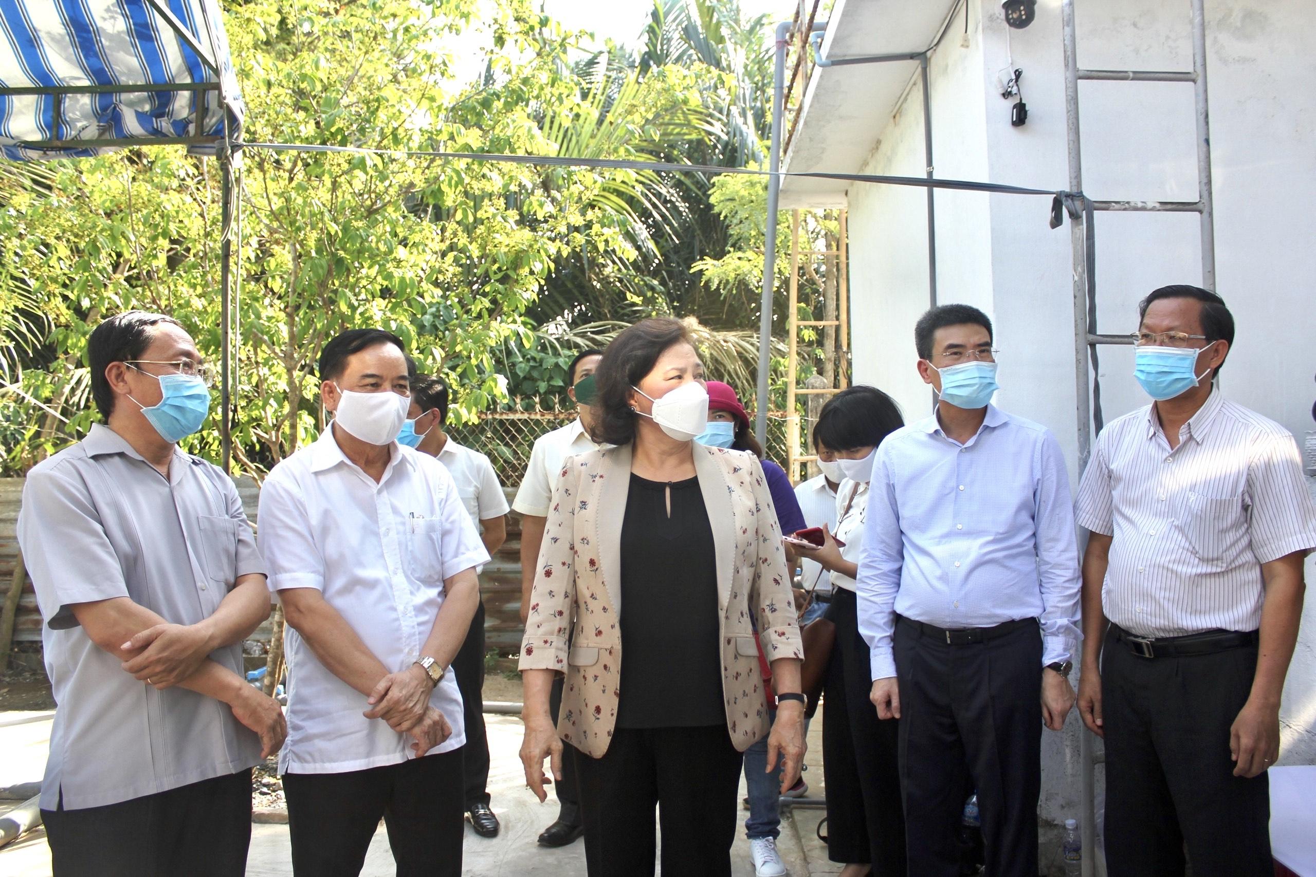 Bà Nguyễn Thị Kim Ngân - Chủ tịch Quốc hội cùng đoàn công tác đến thực địa vùng hạn hán ngập mặn miền Tây Nam bộ