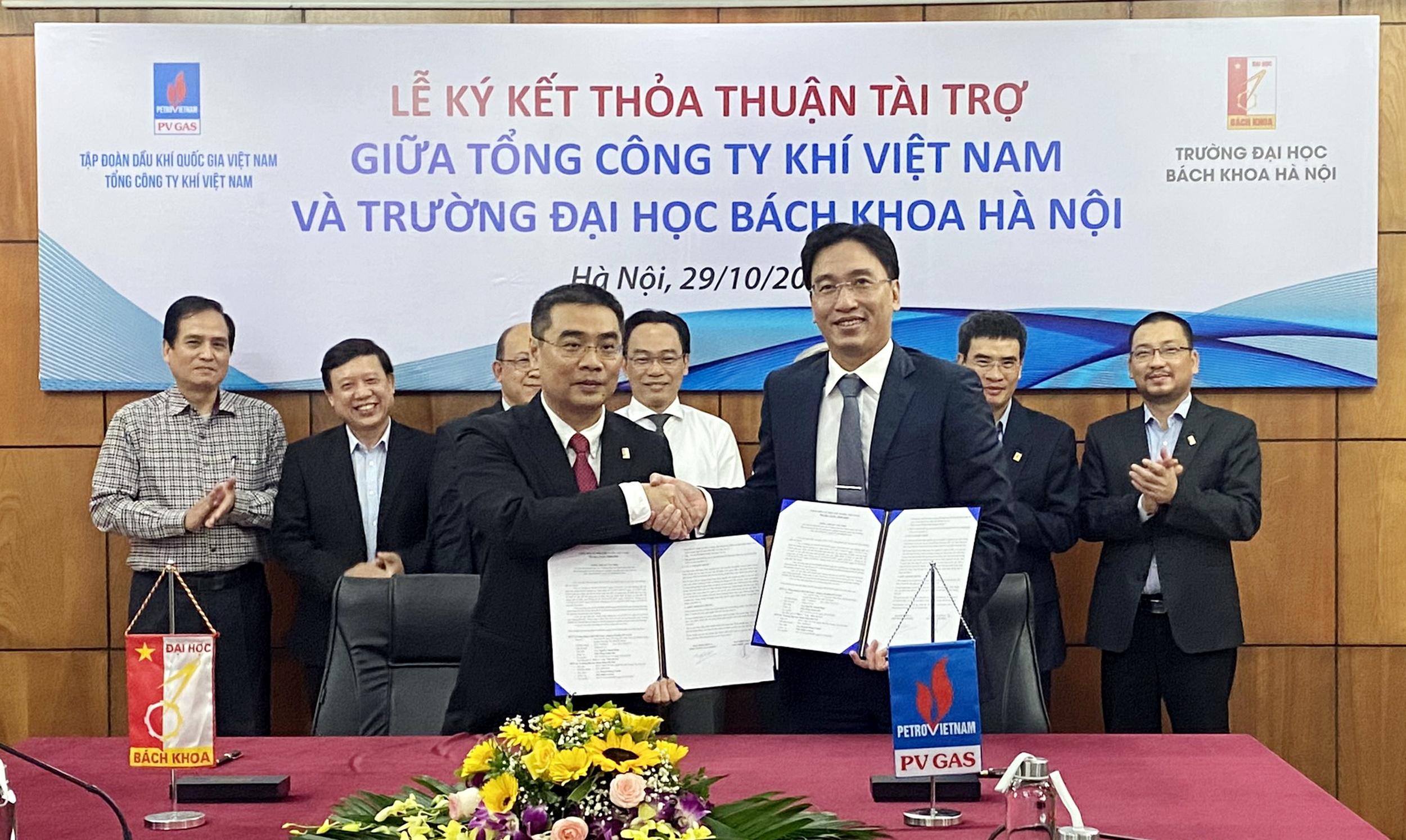 Nghi thức ký kết thỏa thuận tài trợ giữa PV GAS và trường Đại học Bách khoa Hà Nội
