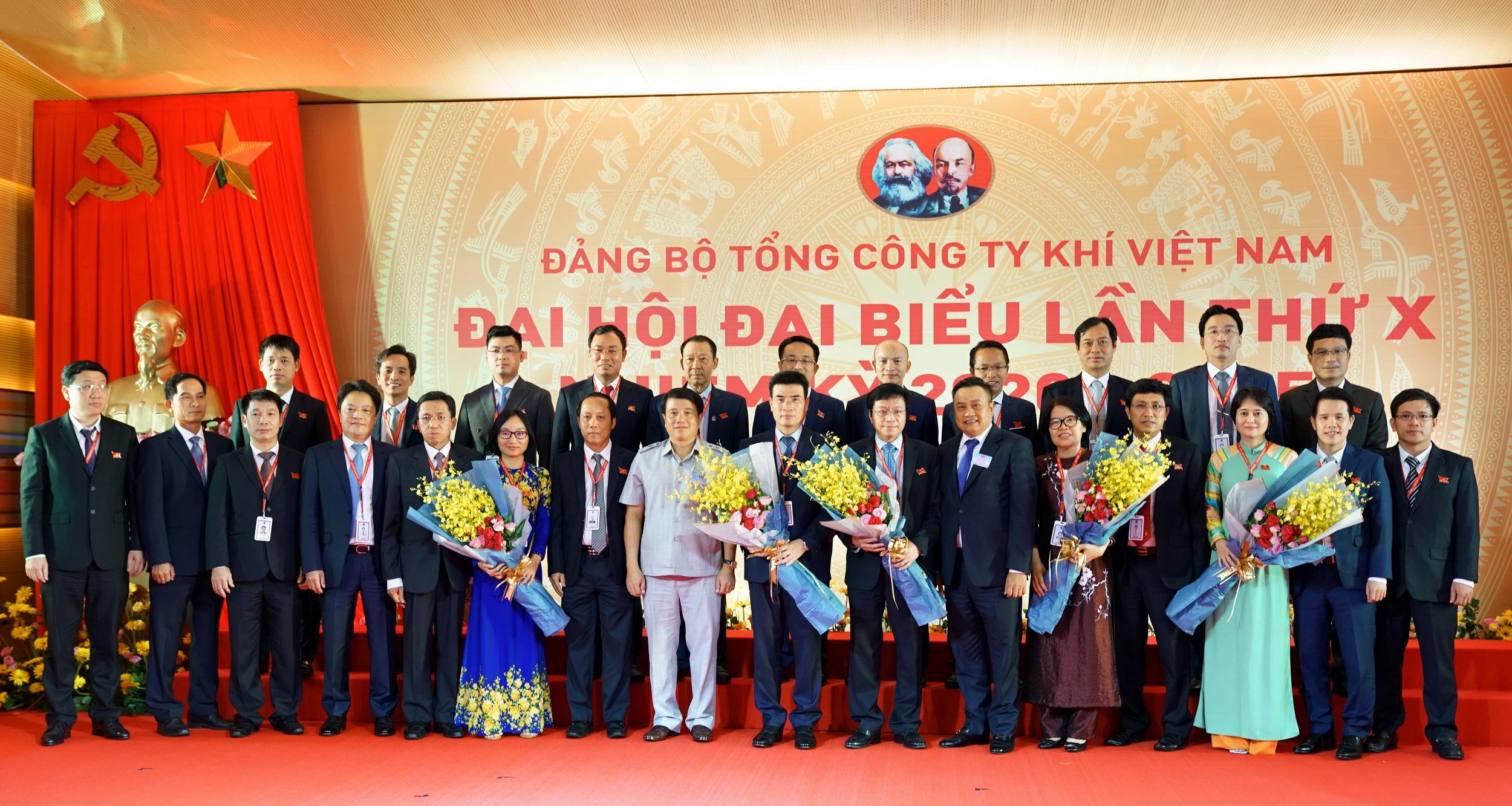 Lãnh đạo cấp trên chúc mừng BCH Đảng bộ PV GAS nhiệm kỳ 2020-2025