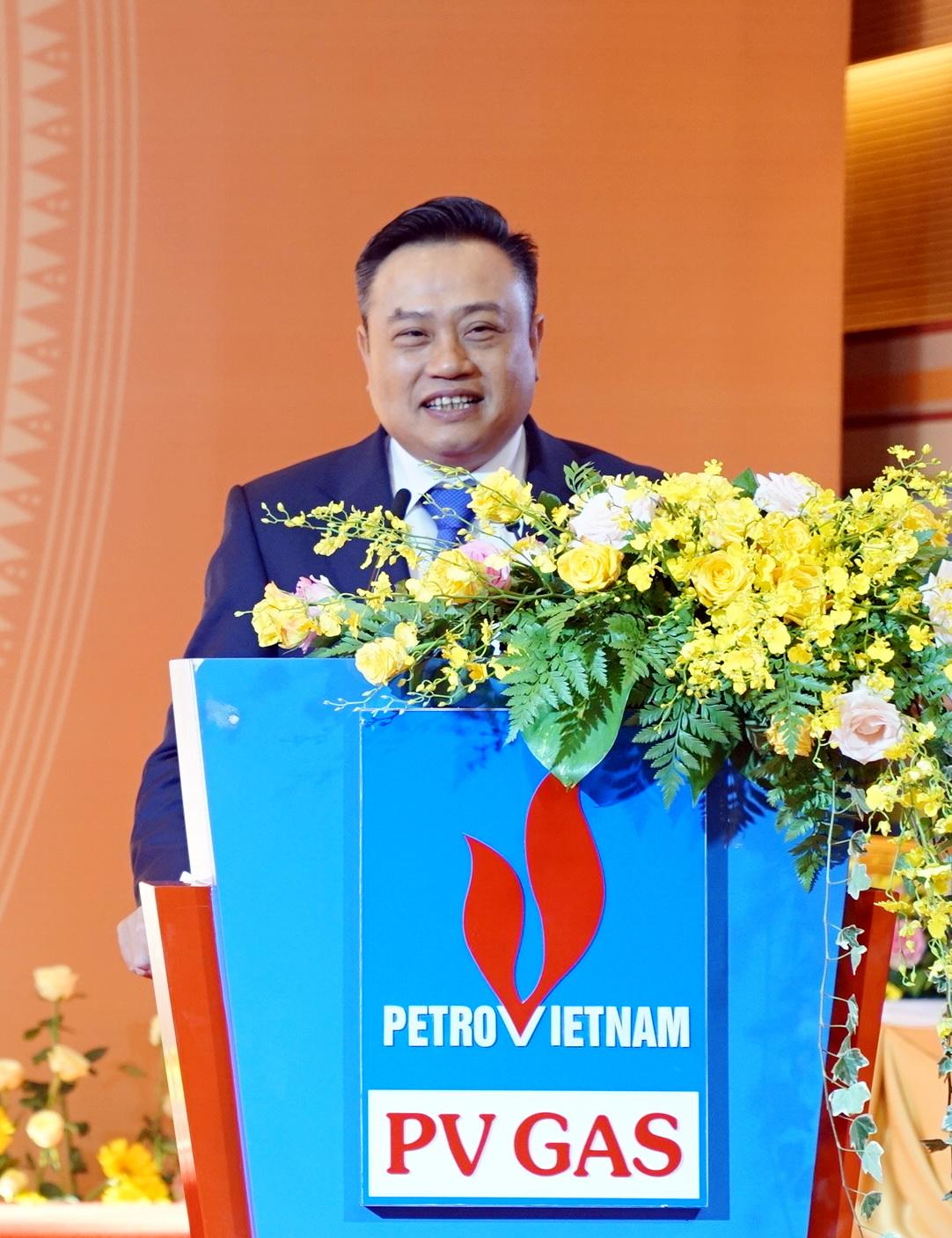 Đồng chí Trần Sỹ Thanh – Bí thư Đảng ủy Chủ tịch HĐTV PVN chúc mừng thành công của Đại hội