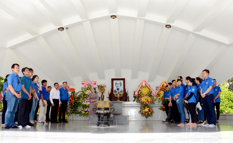 Thăm khu tưởng niệm Cụ Phó bảng Nguyễn Sinh Sắc