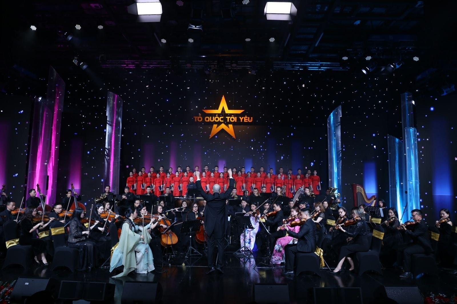 Dàn nhạc giao hưởng Thăng Long biểu diễn
