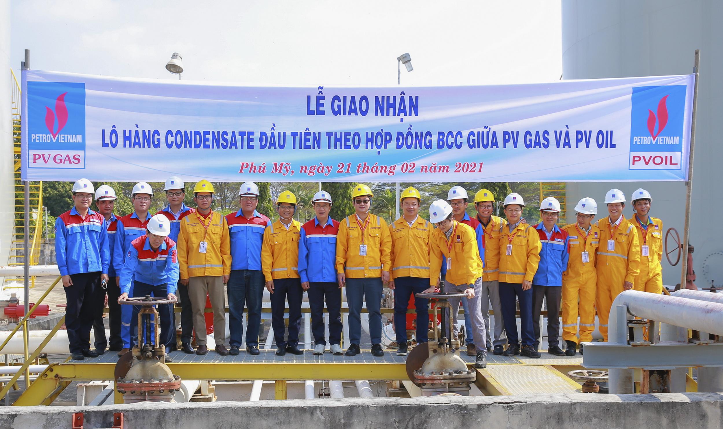Nghi thức chuyển Condensate lần đầu tiên từ bồn chứa của Kho Cảng PV GAS Vũng Tàu sang bồn chứa của PVOIL Phú Mỹ
