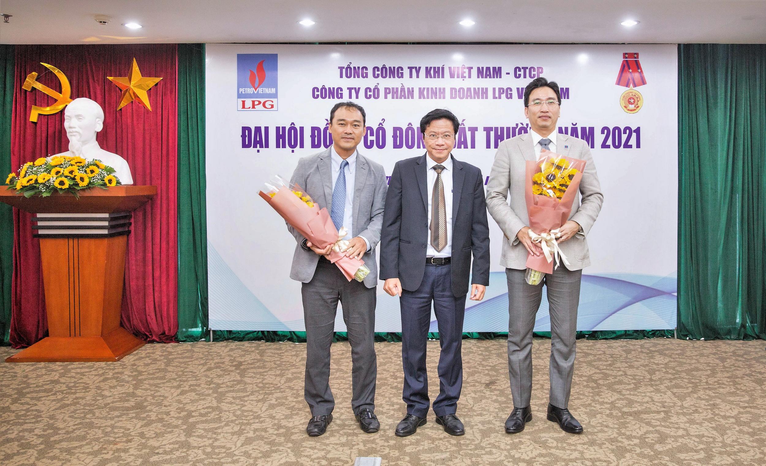 Ông Nguyễn Thanh Bình – PTGĐ PV GAS và ông Đoàn Trúc Lâm (bên trái) được bầu giữ chức vụ thành viên Hội đồng quản trị PVGAS LPG. Ông Nguyễn Thanh Bình (bên phải) trở thành Chủ tịch kiêm nhiệm Hội đồng quản trị PVGAS LPG