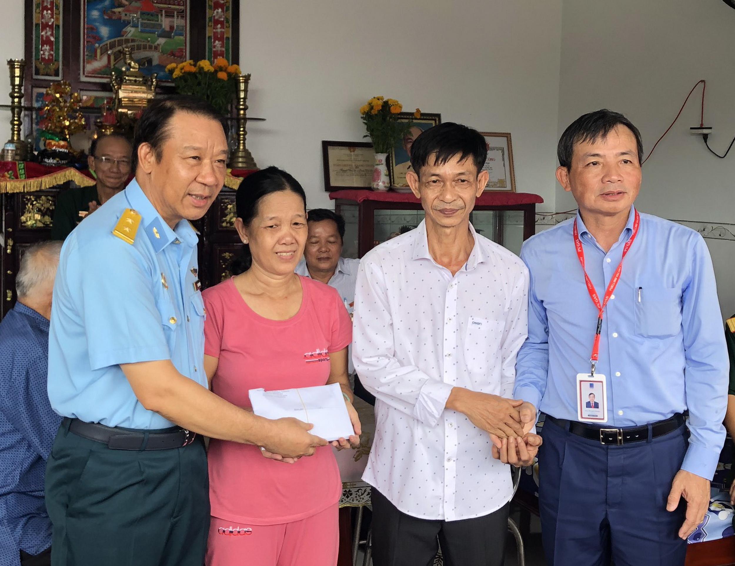 Hội CCB PV GAS trao tặng Nhà nghĩa tình Đồng đội tại Đồng Tháp