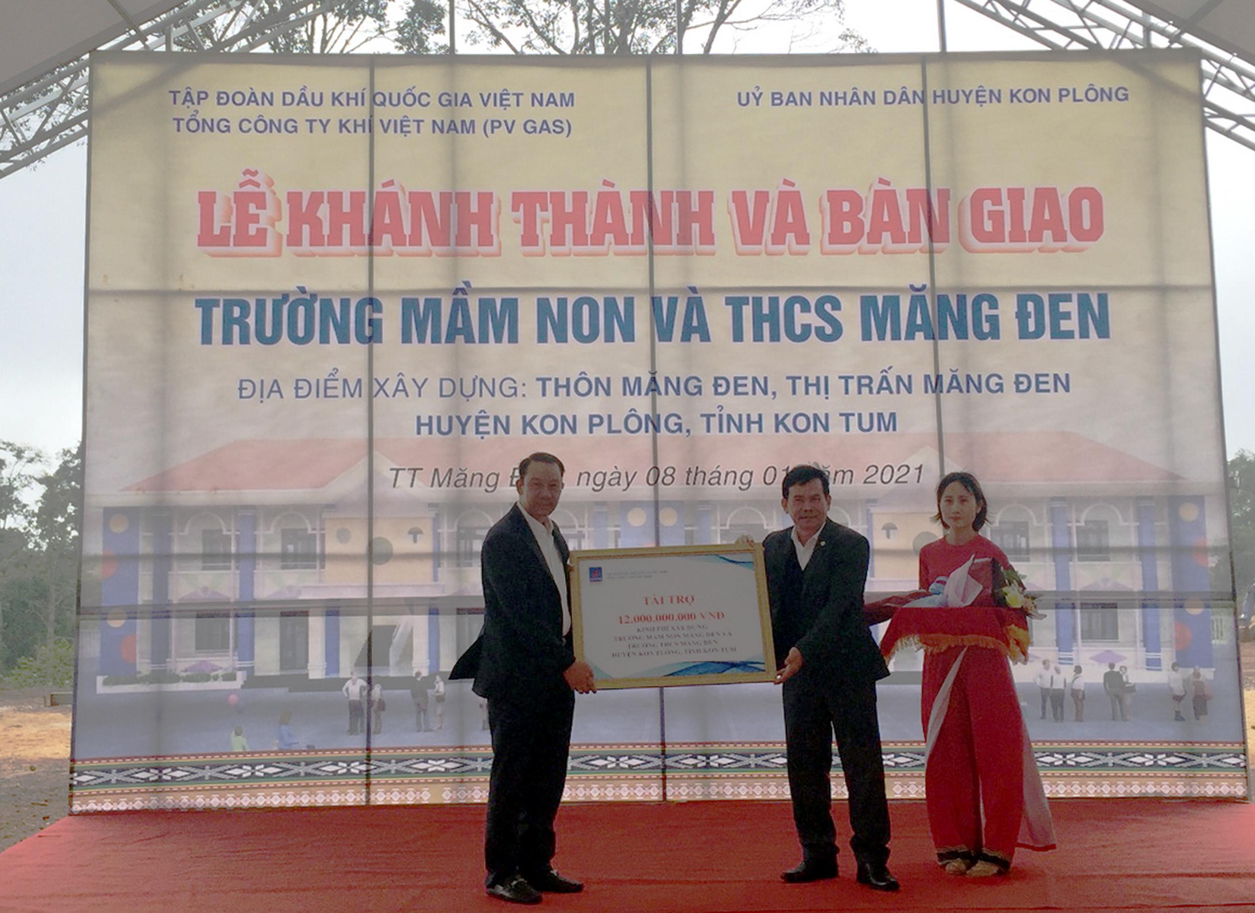 Nghi thức trao chứng nhận tài trợ 12 tỷ xây dựng 2 trường học Kon Tum
