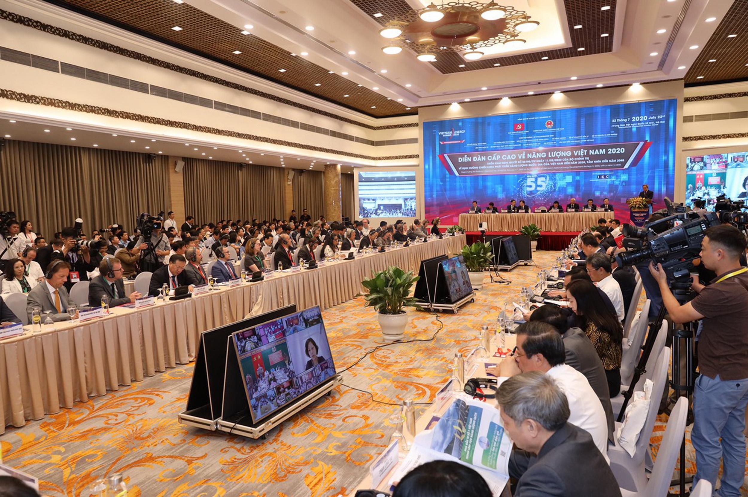 Quang cảnh phiên Tổng thể của Diễn đàn Cấp cao về Năng lượng Việt Nam năm 2020
