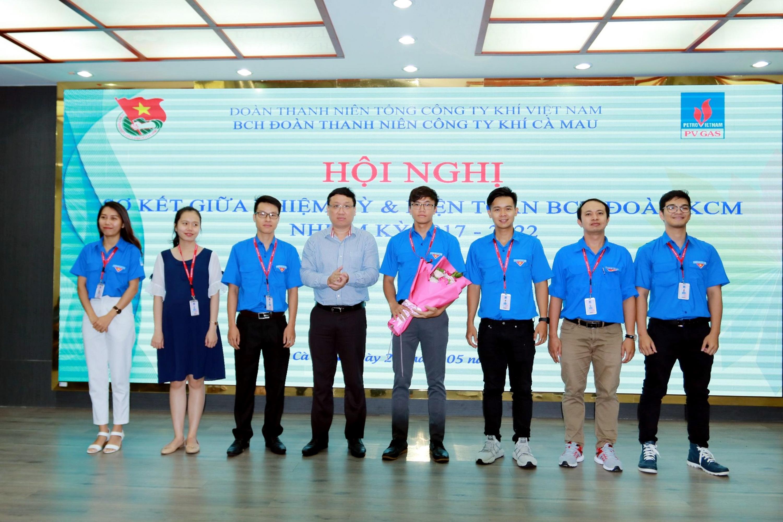 Đồng chí Bí thư Đoàn Thanh niên PV GAS chúc mừng BCH kiện toàn Đoàn Thanh niên KCM