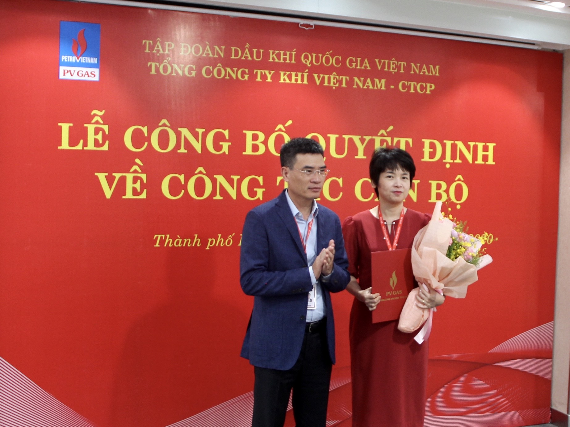 TGĐ PV GAS Dương Mạnh Sơn trao quyết định bổ nhiệm Trưởng Ban Pháp chế PV GAS