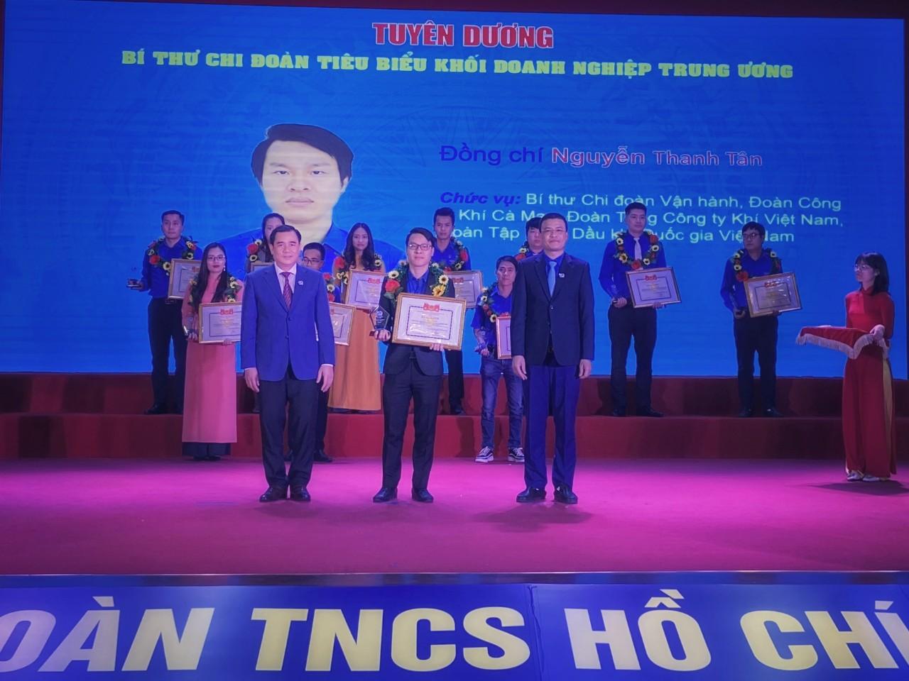 Tuổi trẻ PV GAS đón nhận nhiều khen thưởng nhân dịp kỷ niệm 90 năm thành lập Đoàn TNCSHCM