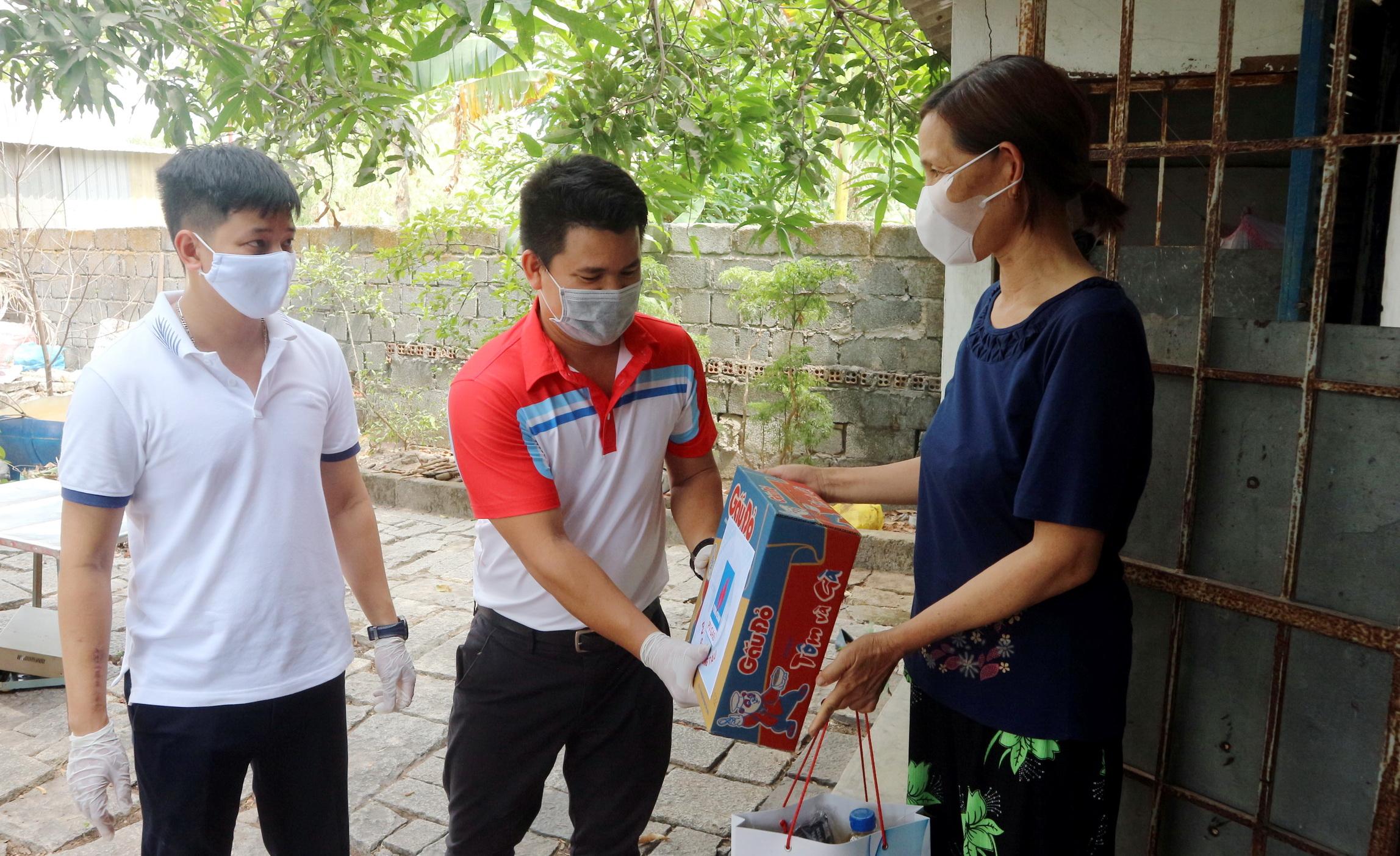 NLĐ PV GAS tình nguyện tham gia các chương trình hỗ trợ người nghèo mùa dịch bệnh