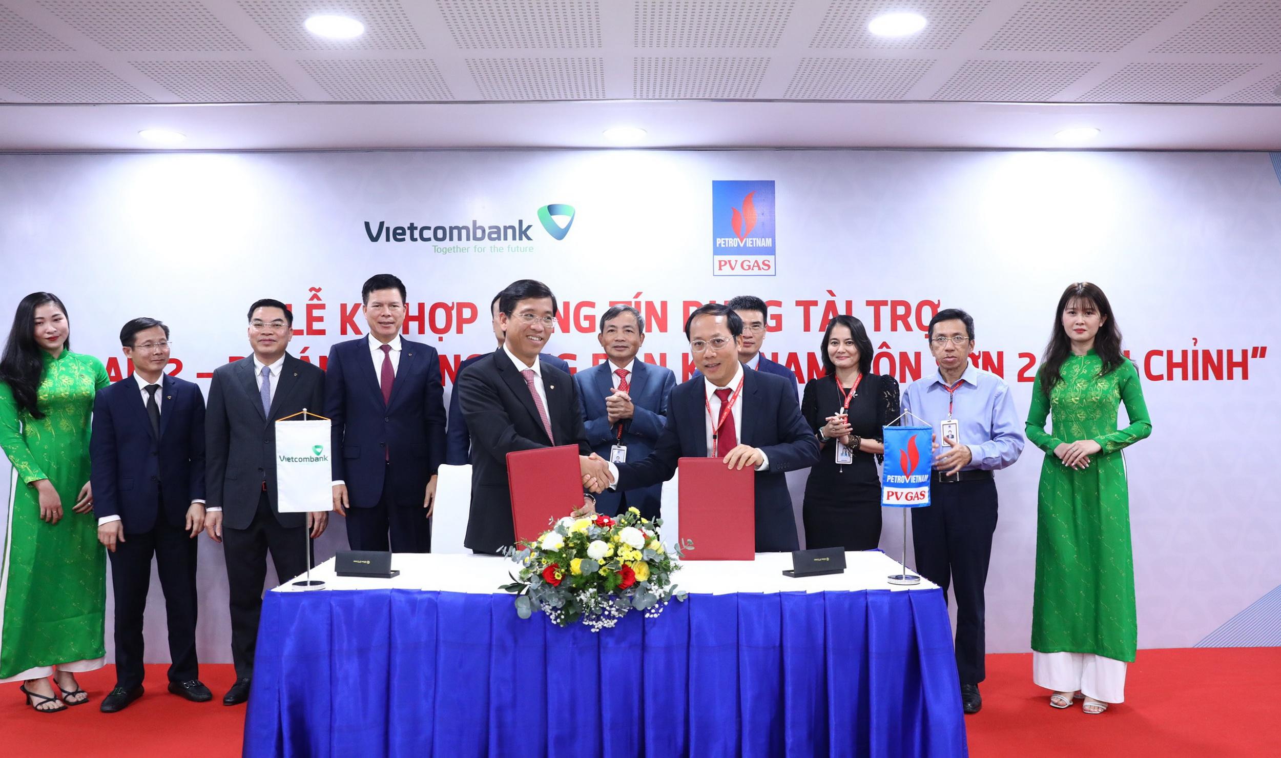 Trao chứng nhận ký kết, mở ra một giai đoạn hợp tác mới giữa PV GAS và Vietcombank